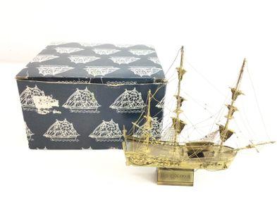 accesorio barco endeavour dorado